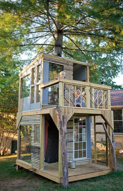 Family Builds Amazing Treehouse Together (31 pics)