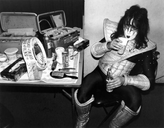 Vintage Pictures Of Legendary Rockers (99 pics)