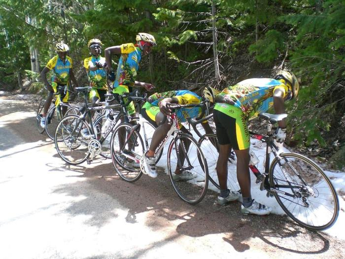 Team Rwanda Sees Snow For The First Time (2 pics)