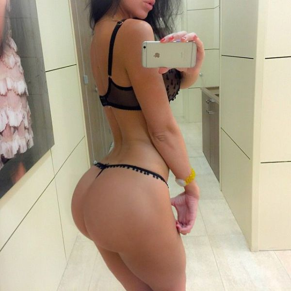 Because Everyone Likes Big Butts (72 pics)