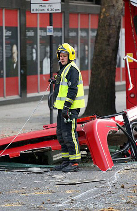 Five People Injured When London Bus Gets Roof Ripped Off By A Tree (14 pics)