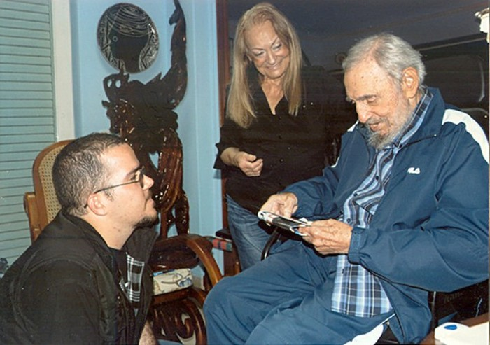 Fidel Castro Is Still Alive (9 pics)