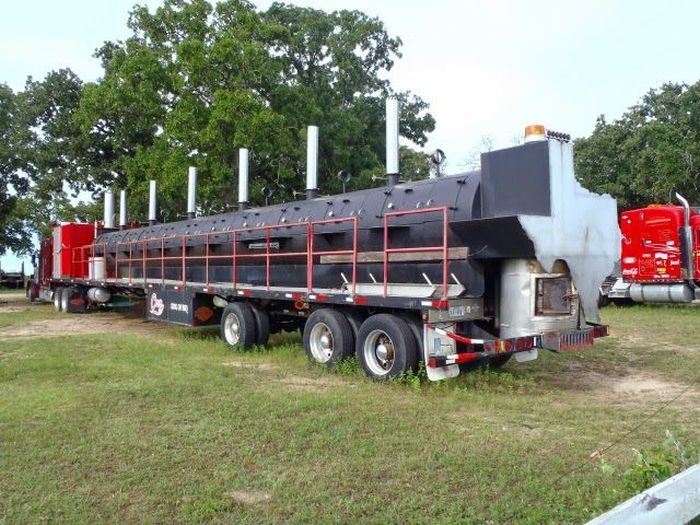A Truck Sized Barbeque (15 pics)