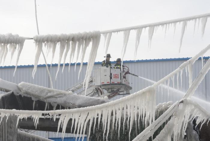 Brooklyn Warehouse Burns Down Then Freezes (11 pics)