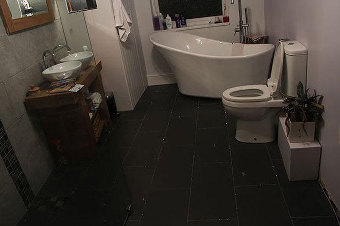 This Man Turned His Bathroom Floor Into A Beautiful Night Sky (5 pics)