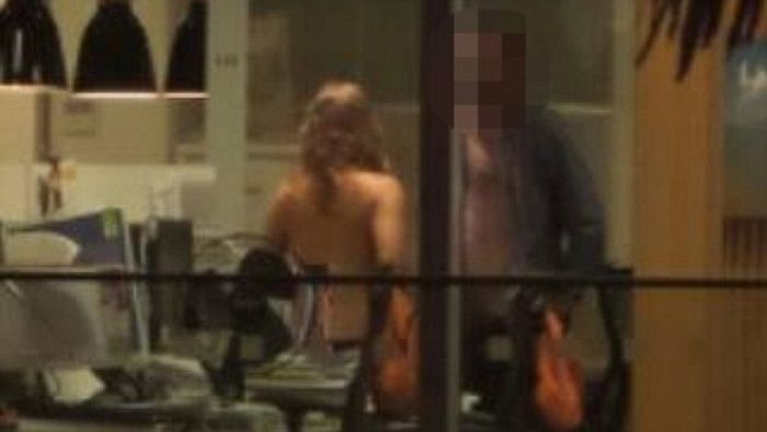 New Zealand Couple Gets Caught Cheating (6 pics)