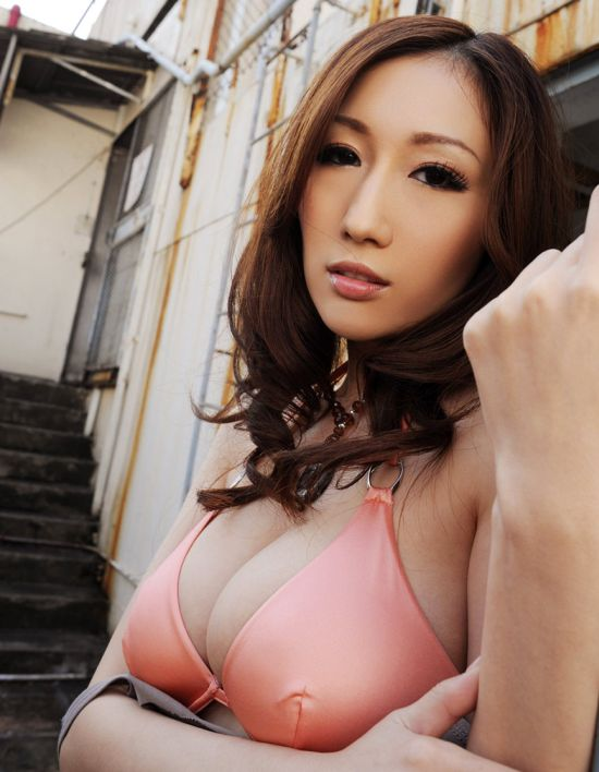 Chinese Tech Company Is Offering A Night With A Porn Star As A Bonus (22 pics)