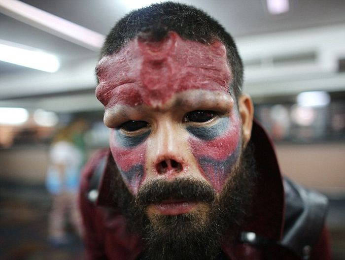 Comic Book Fan Chops Off His Nose So He Can Look Like The Red Skull (11 pics)