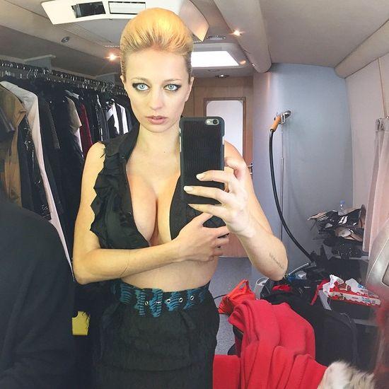 Busty Model Caroline Vreeland (40 pics)