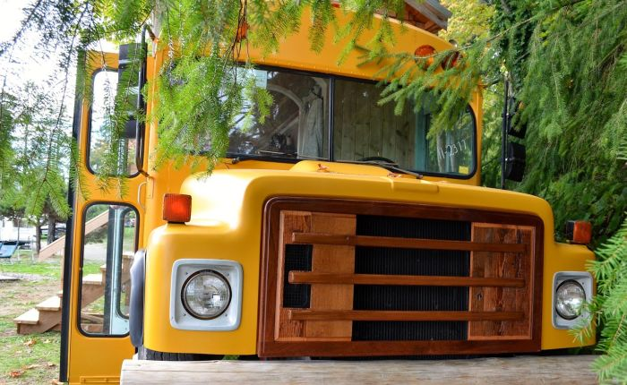 Take A Tour Of This House Bus (16 pics)