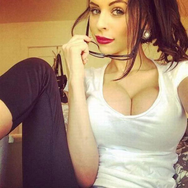 Is This Too Much Or Just The Right Amount Of Cleavage? (40 pics)