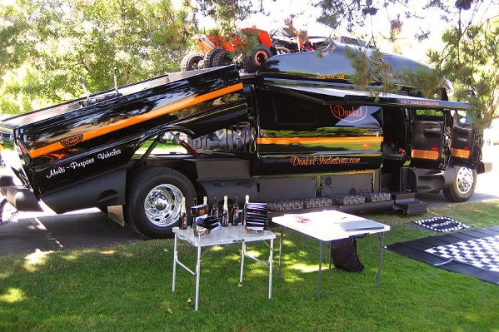 This Motorhome Is Like A Yacht On Wheels (12 pics)