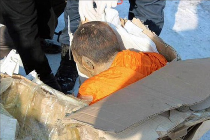 Scientists Find 200 Year Old Mummified Monk Still Meditating (3 pics)
