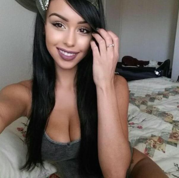 A Great Big Serving Of Gorgeous Cleavage (72 pics)