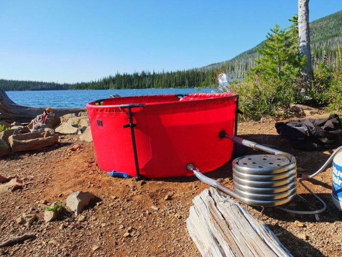 Say Hello To The Mobile Hot Tub (8 pics)
