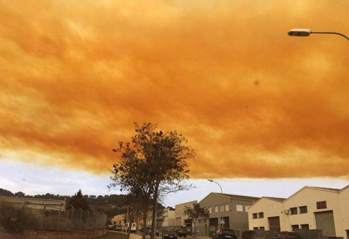 Chemical Plant Explosion Creates Toxic Orange Cloud (22 pics)
