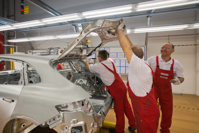 A Look Inside The Porsche Factory In Leipzig (45 pics)