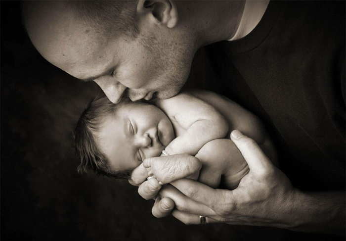Parents Pose With Their Babies For The Last Time (11 pics)