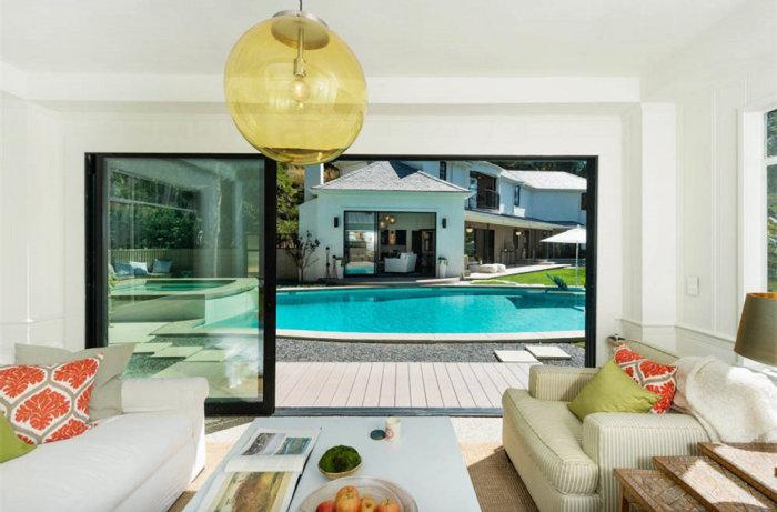 Scarlett Johansson Just Bought A $4 Million Dollar House (9 pics)