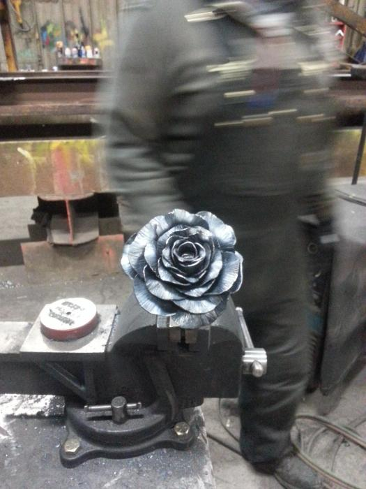 Metal Valentine's Day Roses For The One You Love (26 pics)
