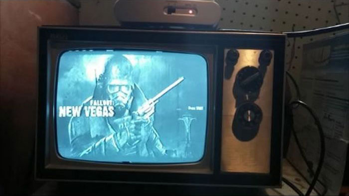 What Modern Video Games Look Like On Vintage TVs (17 pics)
