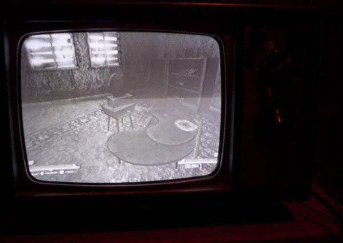 What Modern Video Games Look Like On Vintage TVs (17 pics)