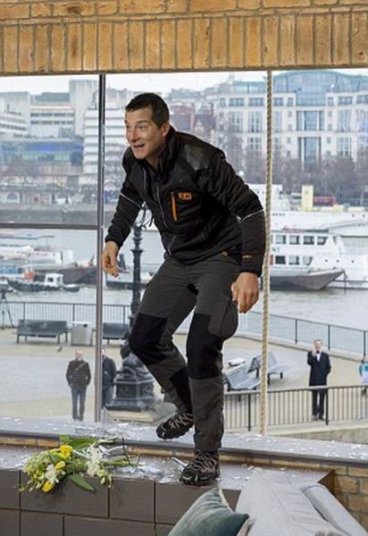 Bear Grylls Sure Knows How To Make An Entrance (13 pics)