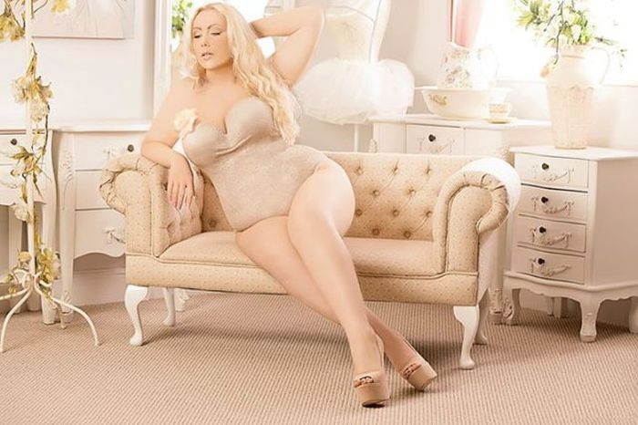 Talk Show Host Transforms Herself Into A Plus Size Model (20 pics)