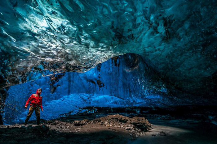 Inside Of Iceland's Giant Crystal Maze (15 pics)