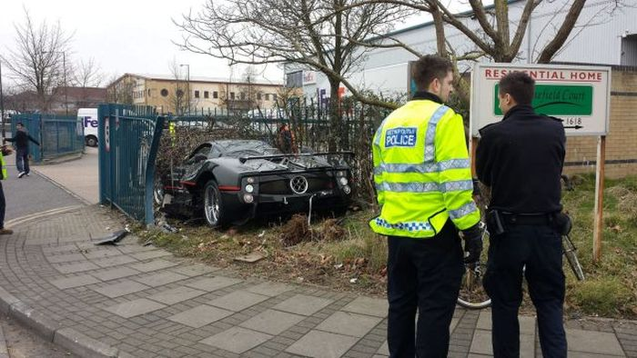 Driver Crashes His Friend's $1.5 Million Pagani Zonda GJ Into a Fence (6 pics)