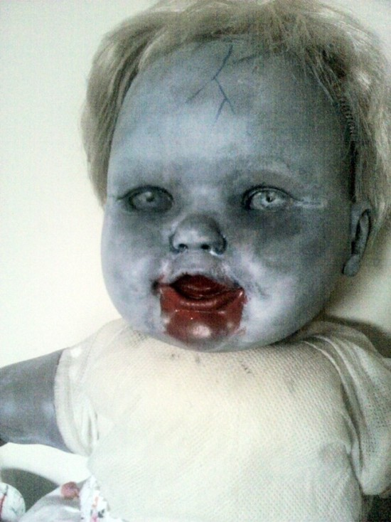 This Artist Turned Ordinary Dolls Into Nightmare Fuel (3 pics)