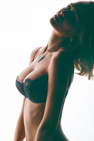 These Beautiful Girls Have No Problem Showing Off Their Gorgeous Cleavage (59 pics)