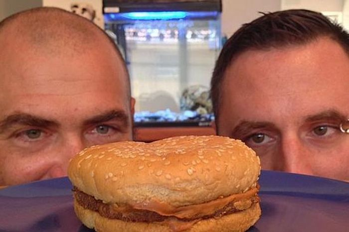 This Is What A 20 Year Old McDonald's Cheeseburger Looks Like (2 pics)