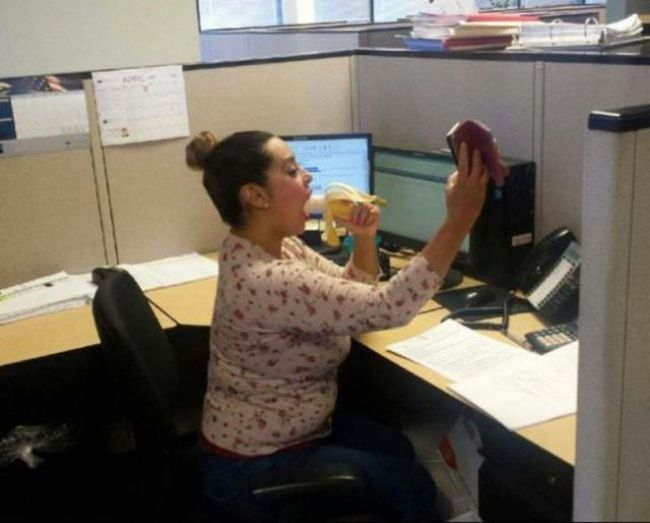 These People Are Taking Their Obsession With Selfies Way Too Far (28 pics)