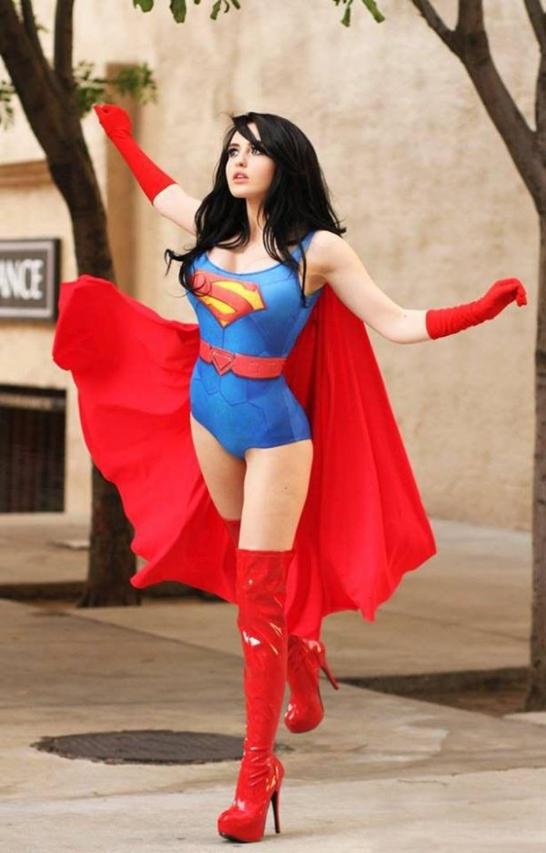 This Hottie Nailed It With Her Supergirl Cosplay (5 pics)