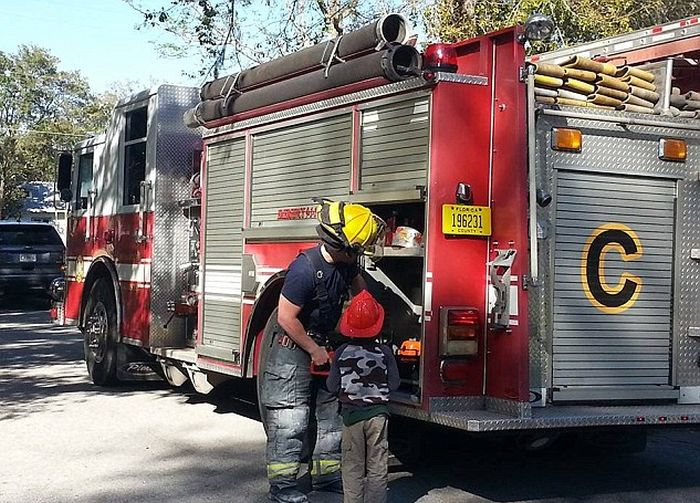 Police And Firefighters Come Out To Celebrate 6 Year Old's Birthday (12 pics)