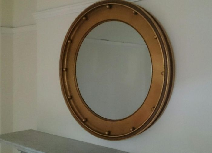 Surprise Behind The Mirror (3 pics)