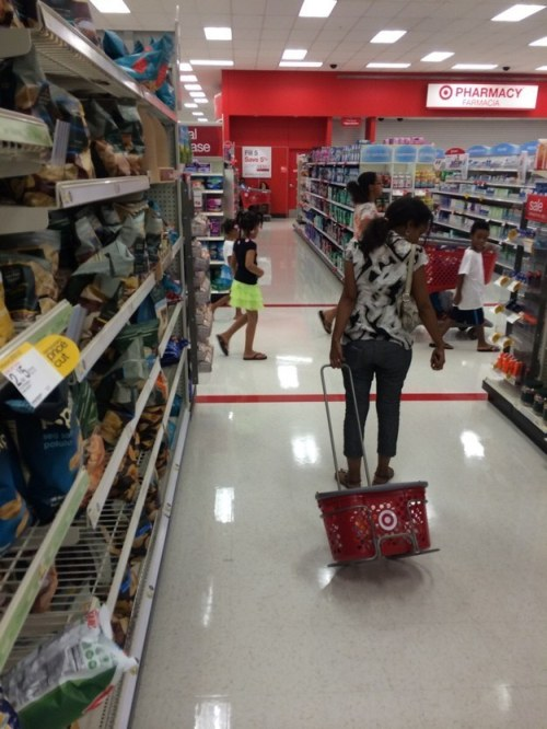 Shoppers Who Have No Idea How To Use Shopping Baskets (5 pics)