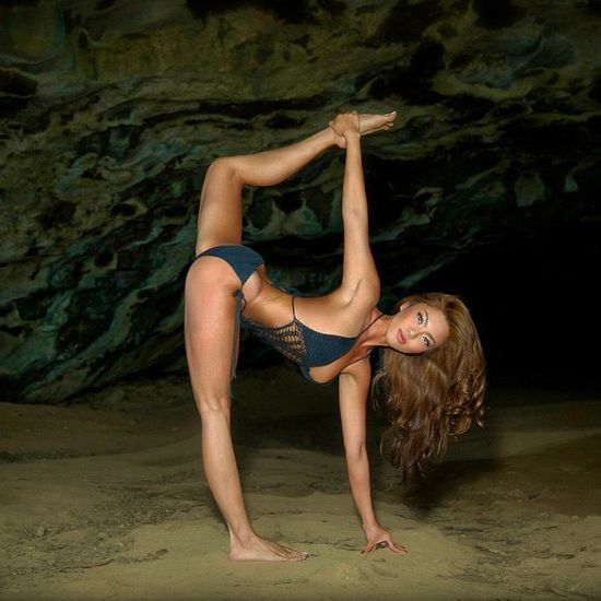See How This Yoga Queen Put's Those Long Legs To Good Use (23 pics)