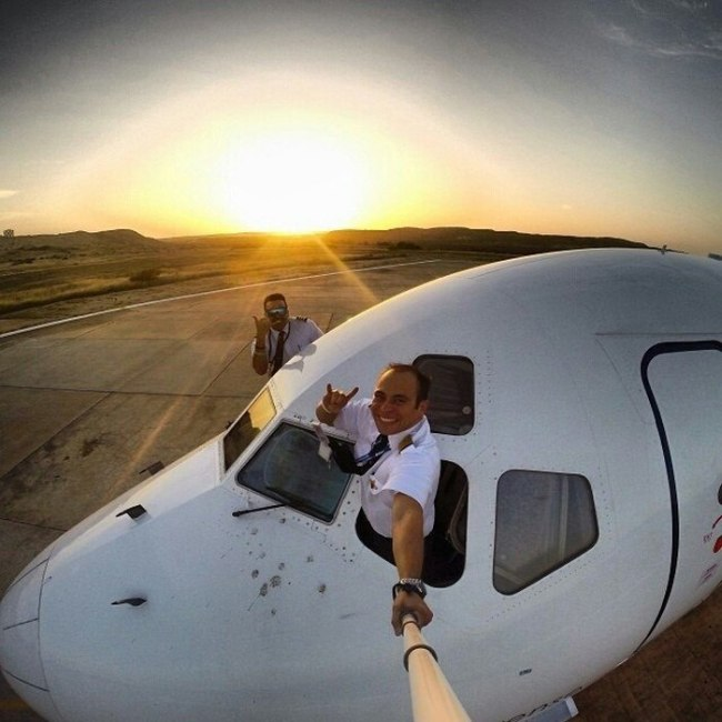 Pilots Know How To Take Extreme Selfies (17 pics)