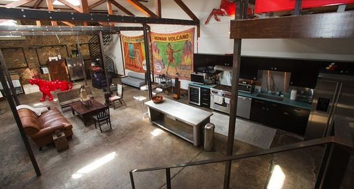 Man Turns Gas Station Into The Ultimate Bachelor Pad (16 pics)