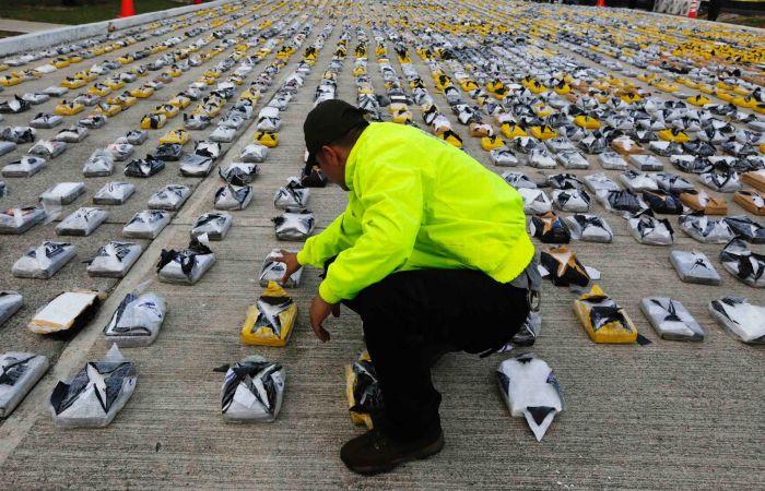 Police Intercept A Cocaine Shipment Worth $60 Million (6 pics)