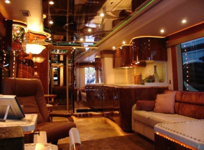 The Luxurious Motor Homes Of NASCAR Drivers (23 pics)