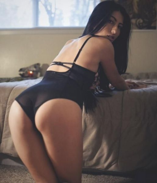 These Girls Just Love To Show Off Their Great Butts (49 pics)
