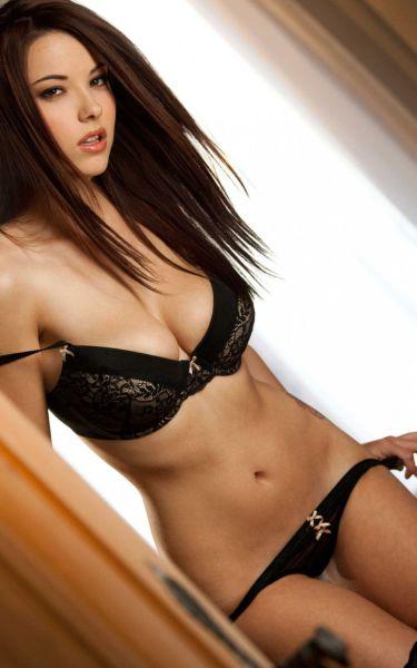Hot Busty Girls (46 pics)
