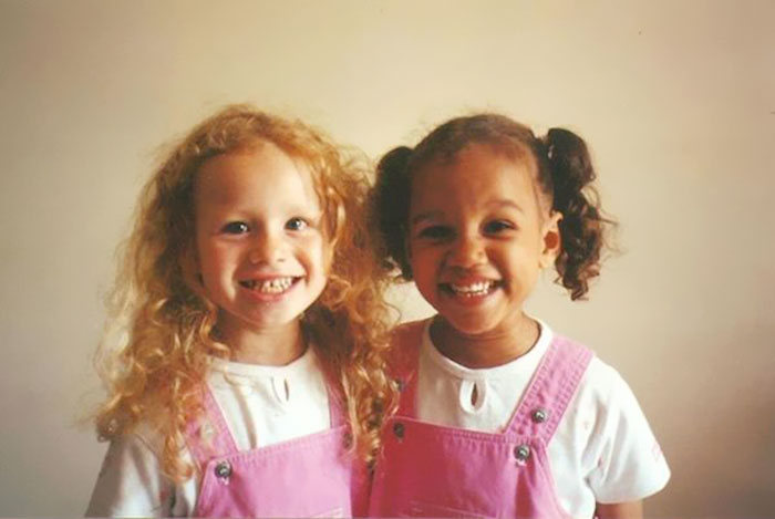 You Won't Believe These Two Girls Are Twins (11 pics)