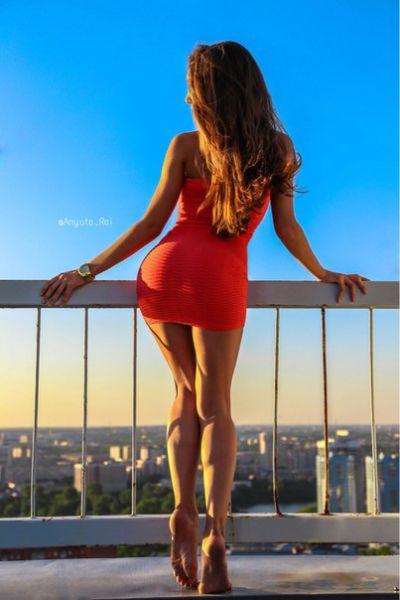 Girls In Skin Tight Dresses 62 Pics