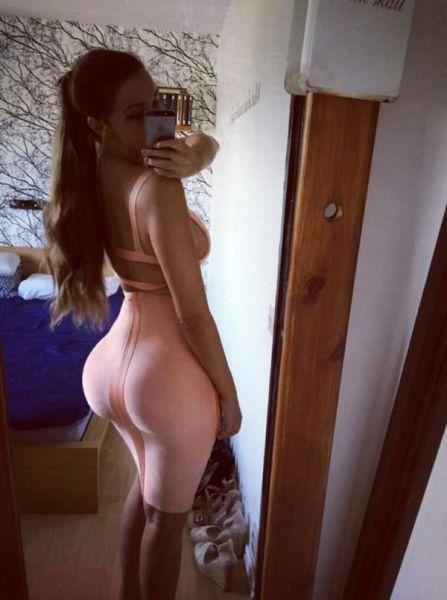 Girls in Skin-tight Dresses (62 pics)