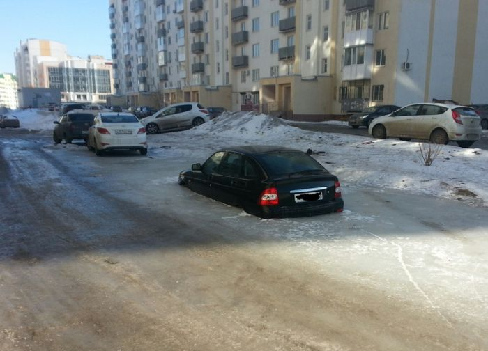 This Car Won't Be Moving Before Spring  (3 pics)