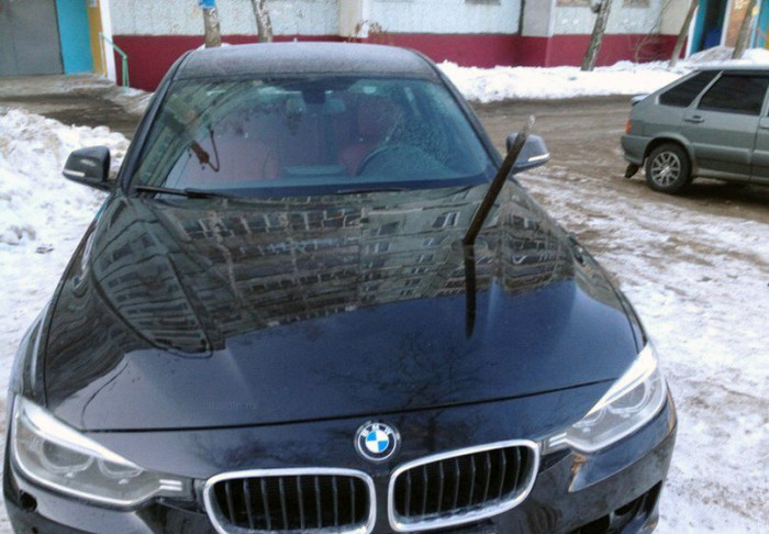 This Is Why You Don't Steal Parking Spaces During Winter (3 pics)